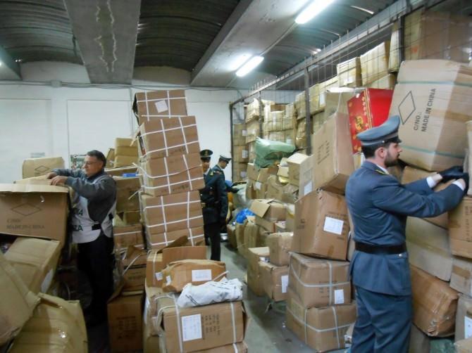 Rayban, Casio, Liu Jo e Apple: 10 milioni di oggetti sequestrati alla periferia di Catania