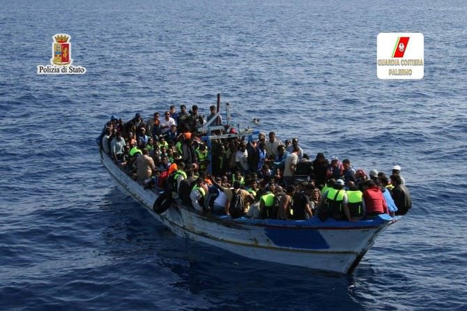 """Arrestati 3 """"trafficanti di uomini"""", 2.400 dollari per raggiungere mete nordeuropee facendo tappa in Sicilia"""