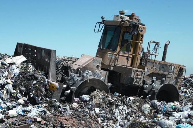 Discarica rifiuti spazzatura autocompattatore