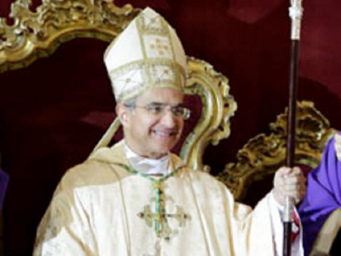 Nella foto il vescovo di Piazza Armerina Rosario Gisana