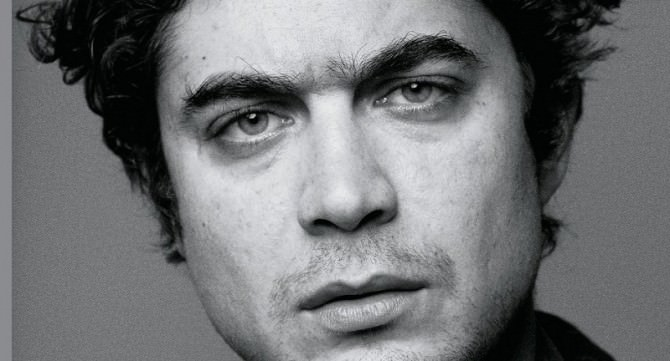 Ricoverato d'urgenza Riccardo Scamarcio: codice rosso per l'attore