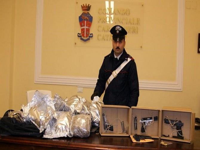 Arrestati tre giovani catanesi in possesso di 16 kg di droga