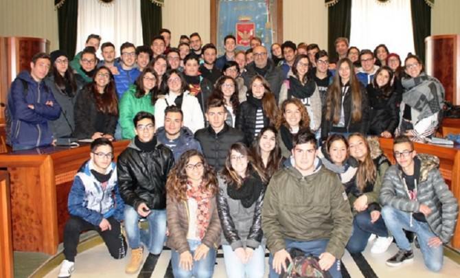 Foto di gruppo con la scolaresca