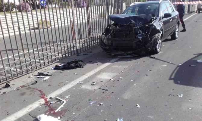 Grave incidente a Catania: scontro fra una moto e due auto