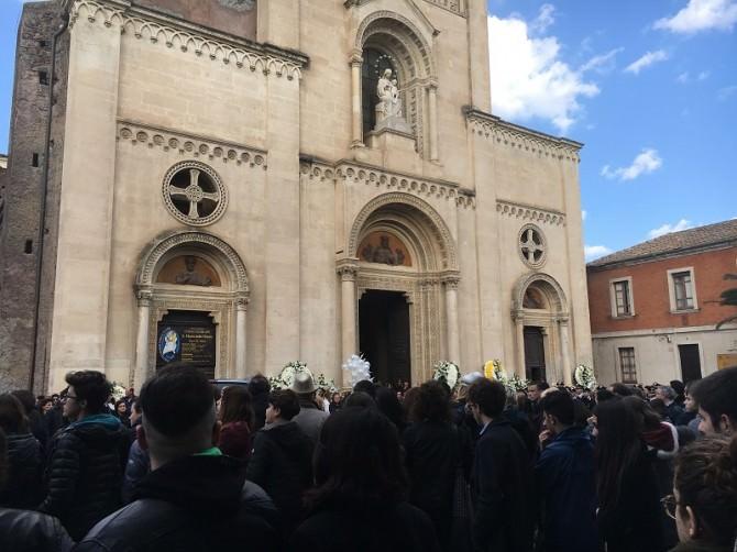 Un pomeriggio per Leo: emozione, unione e l'ultimo saluto ai funerali