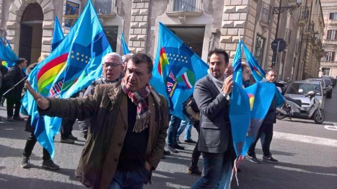 Catania: sit-in dei dipendenti comunali della direzione ecologia e ambiente