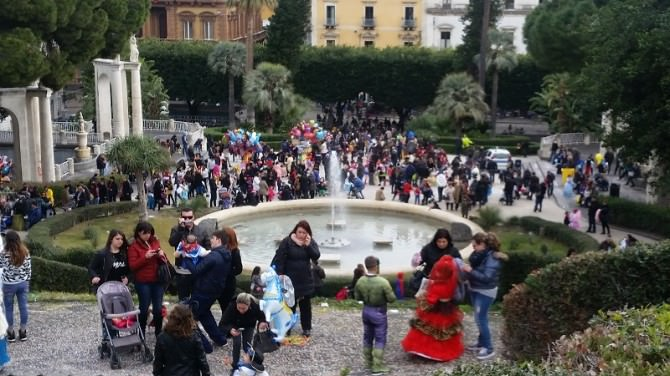 Carnevale a Catania: Giardino Bellini invaso da costumi in maschera