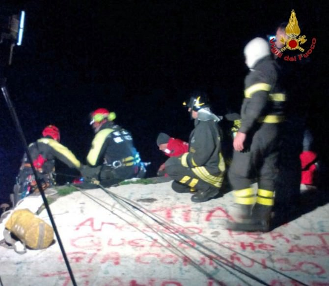 Salvata giovane donna caduta in acqua alla Scogliera di Catania