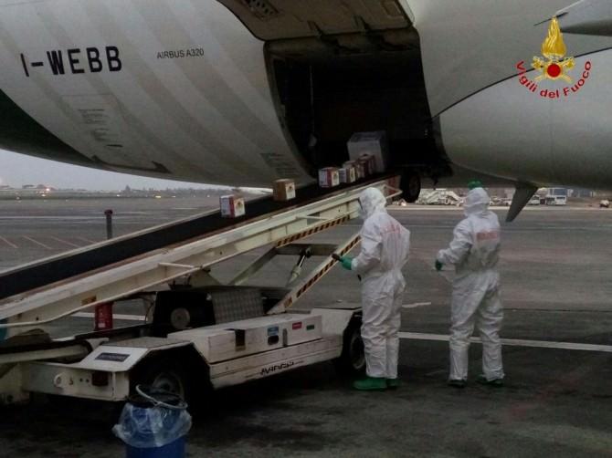 Sospetto sversamento di liquido radioattivo all'aeroporto di Catania. LE FOTO