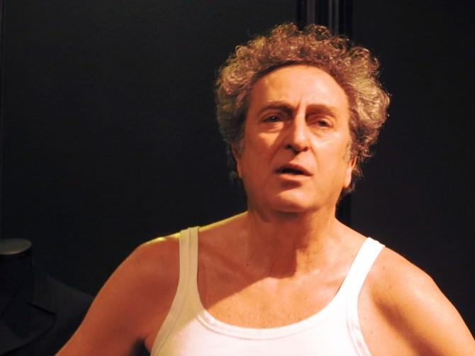 Angelo Tosto interpreta il muratore di CRONICA di Nino Romeo 1