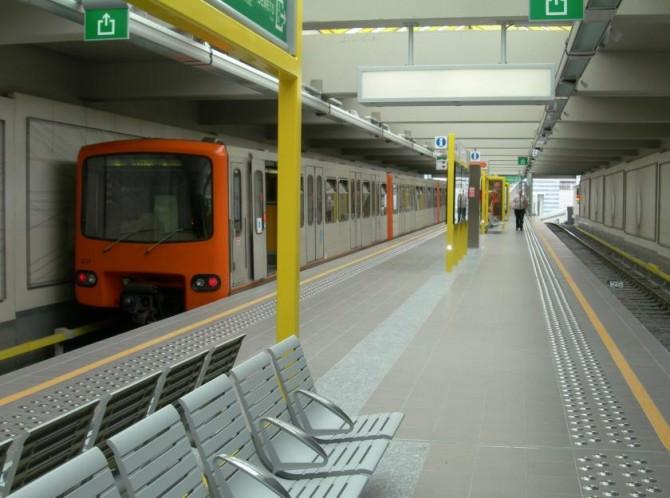 Brussels_metro_Delacroix02