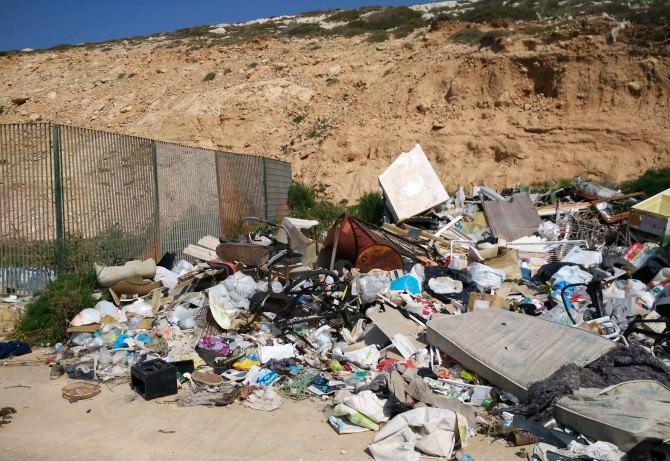 Lampedusa: lavori straordinari di pulizia in corso
