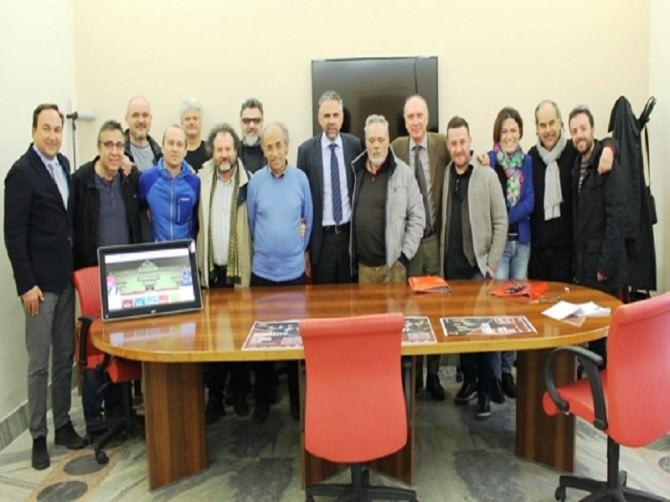 Foto di gruppo con artisti