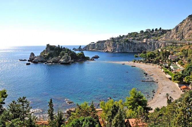 """""""Isola Bella"""" e """"Isola Lachea e Faraglioni"""": itinerari tra cultura e religione"""