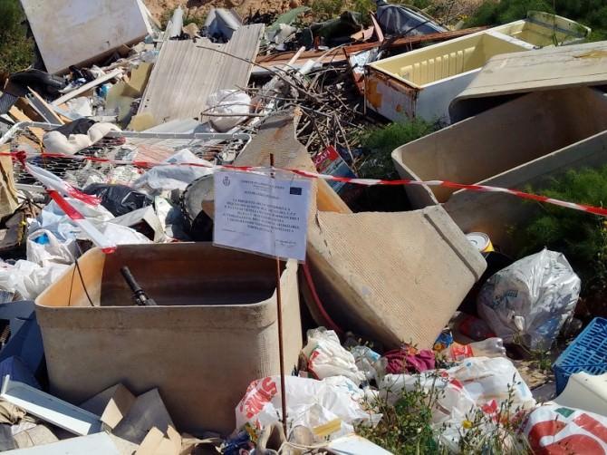 Lampedusa, discarica di amianto e marea nera: a rischio la salute pubblica
