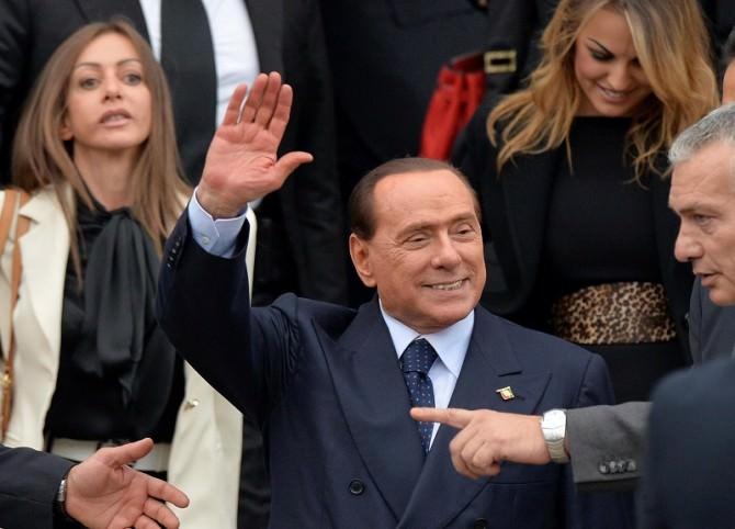 Berlusconi leaves Pdl meeting