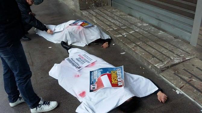 Vittime e cadaveri davanti alle sedi di Equitalia e Riscossione Sicilia. La manifestazione di Forza Nuova
