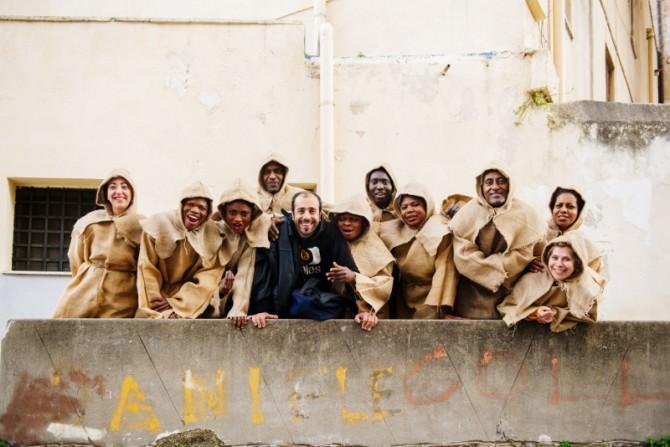 Foto compagnia teatrale migranti