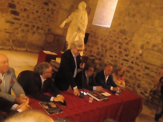 """Presentato oggi al Castello Ursino il """"Museo della Follia"""" curato da Vittorio Sgarbi"""
