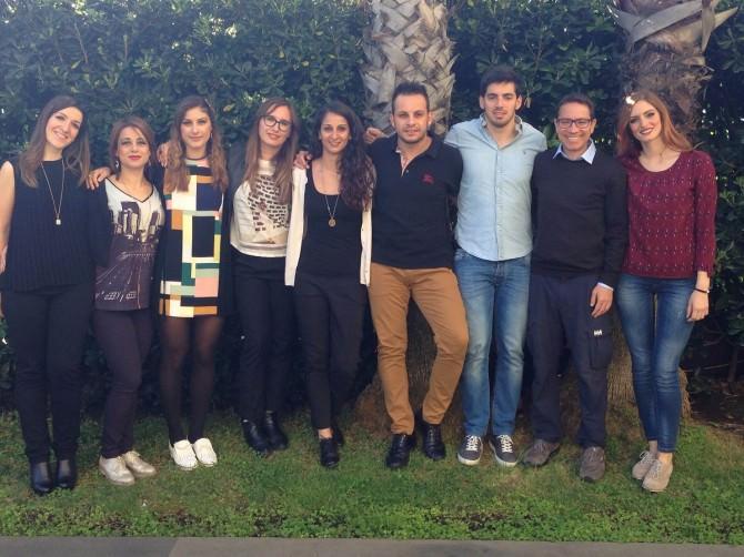 8 Masterini BeAcademy ad IMEX - Foto di gruppo insieme a Benedetto Puglisi, Direttore, e Alessia Di Raimondo, Co-Fondatrice dell'Academy