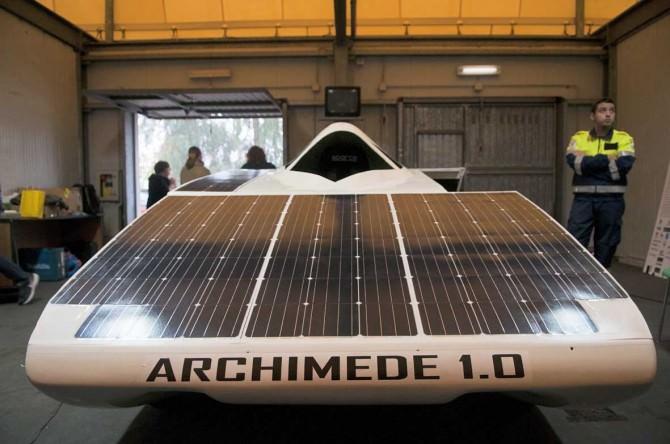 """""""Archimede Solar Car 1.0"""": verso un futuro sostenibile"""
