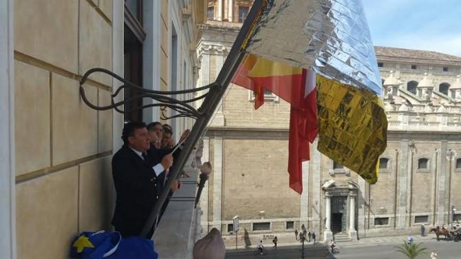 Cerimonia bandiera migranti Palermo
