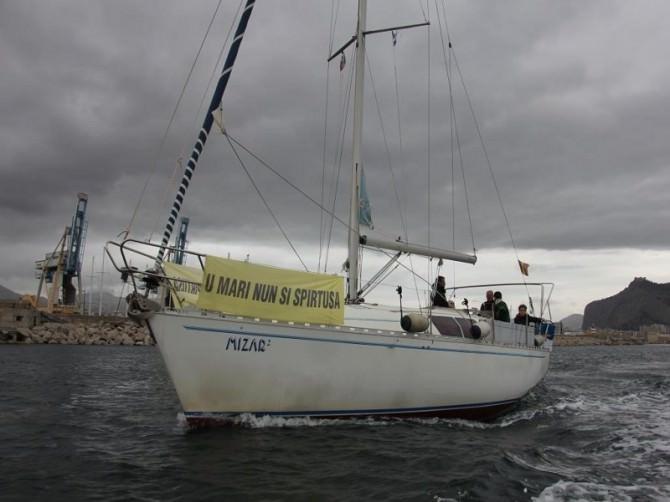 Veleggiata di Greenpeace e Palermo Centro a sostegno del referendum contro le trivellazioni in Sicilia