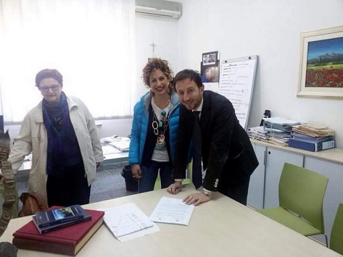 Il sindaco Carlo Caputo e la Preside Anna Spampinato