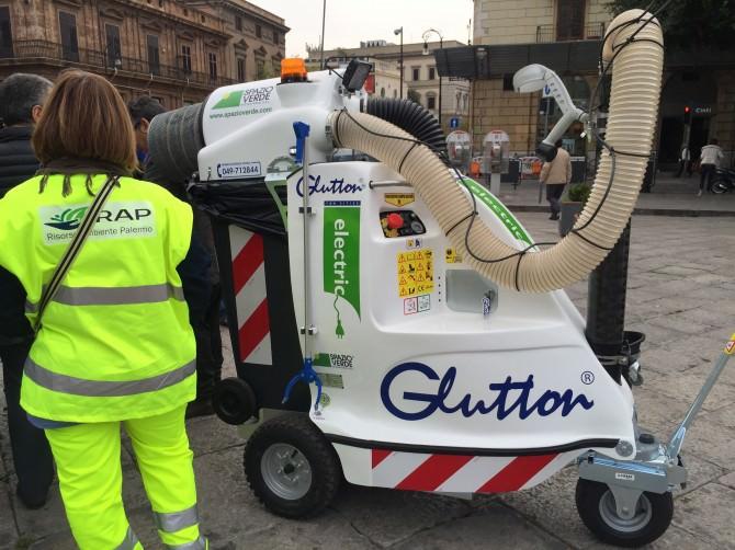 Glutton l'aspiratutto in giro per le vie di Palermo