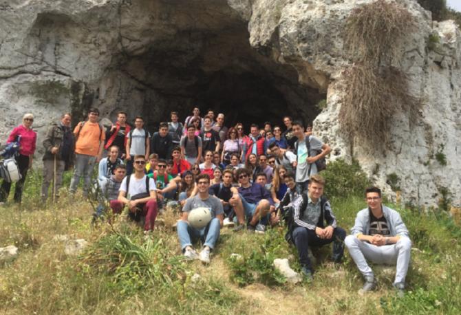 studenti alla Grotta Pellegrina