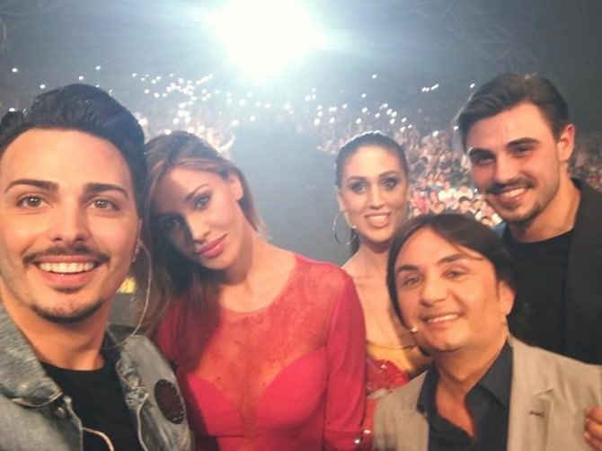 Belen Rodriguez al concerto di Tony Colombo: l'argentina incanta Napoli