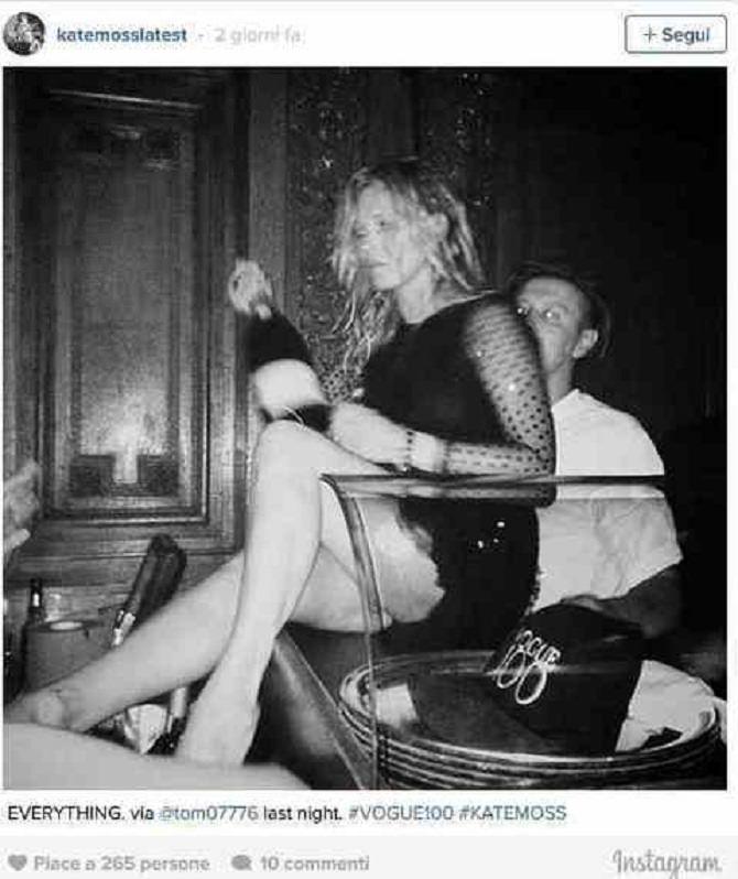 Kate Moss ubriaca e con il vestito strappato al party di Vogue
