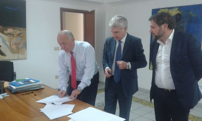 Firma Pres. Tumminello e Sindaco Re (1)