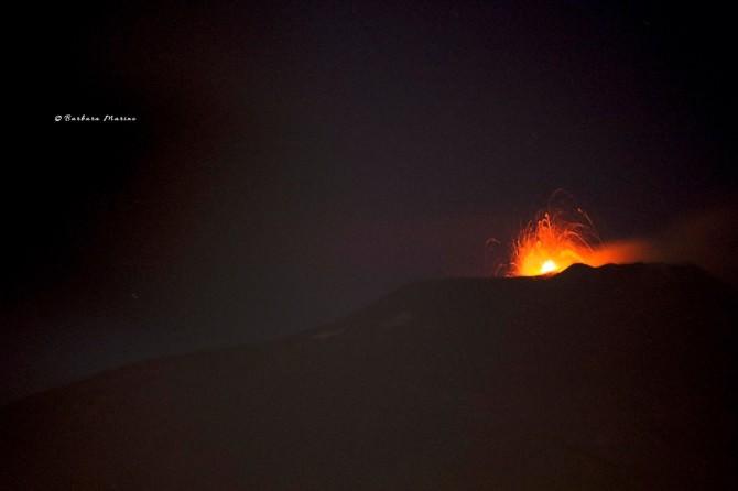 Etna, prosegue l'attività stromboliana tra boati e spettacolari fontane di lava