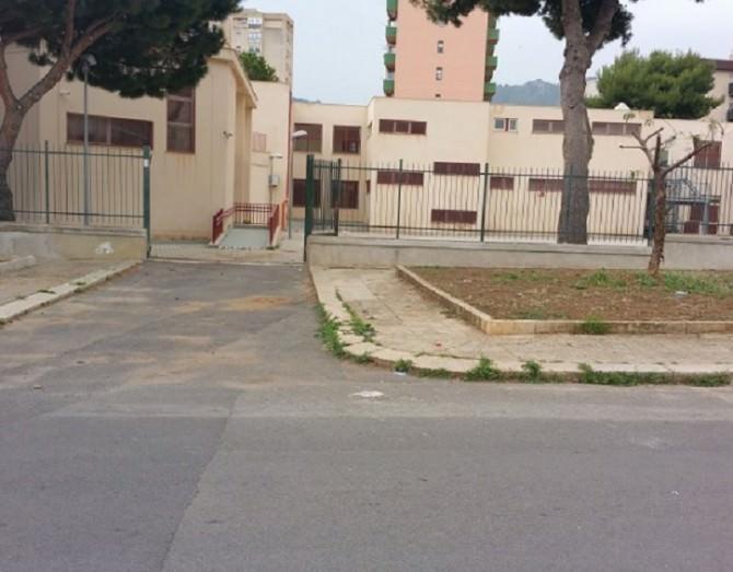 Cancello scuola Montegrappa (foto di BlogSicilia)
