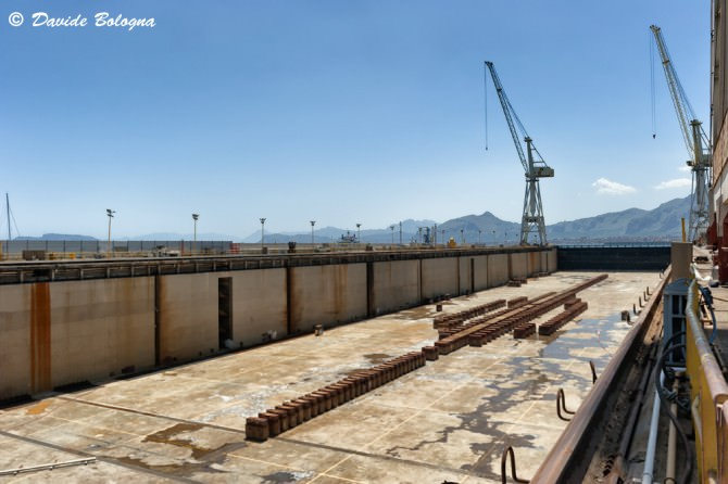 Vista del gigantesco bacino da 400 mila tonnellate