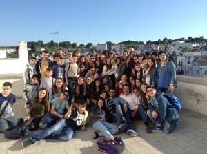 Gli alunni dell'I.C. De Roberto con i docenti e l'Ass. Di Bella