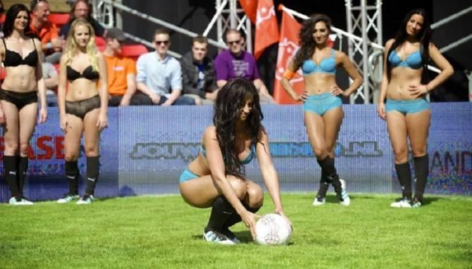 Giocatrici di calcio il lingerie: la nuova moda arriva dall'America