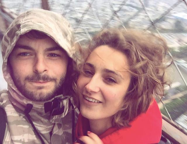 Lorenzo Fragola e la fidanzata Chahrazed a Parigi: festeggiano l'anniversario