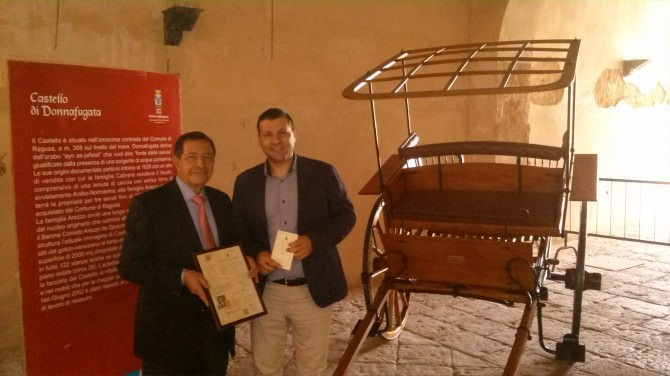 Esposto antico calesse ottocentesco nel Castello di Donnafugata