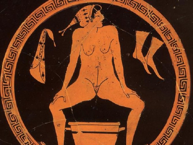 Hetaera_urinating_into_a_skyphos_at_a_Kylix_by_the_Foundry_Painter_Antikensammlung_Berlin