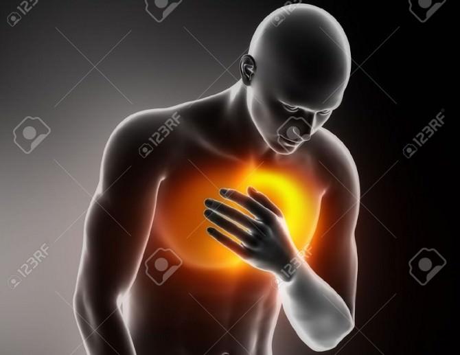 16260547-Heart-attacco-dolore-toracico-Archivio-Fotografico