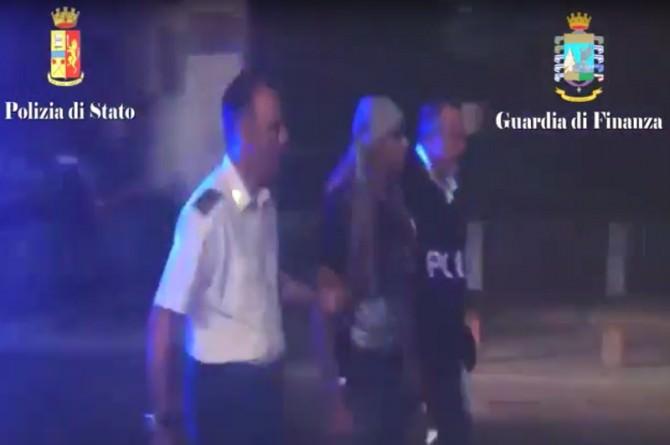 Violenza e maltrattamento a bordo: fermati 5 scafisti egiziani. FOTO e VIDEO