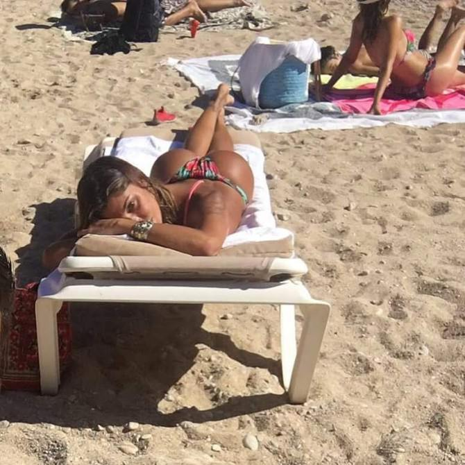 Continua la vacanza hot di Belen: il suo lato b manda in delirio i followers