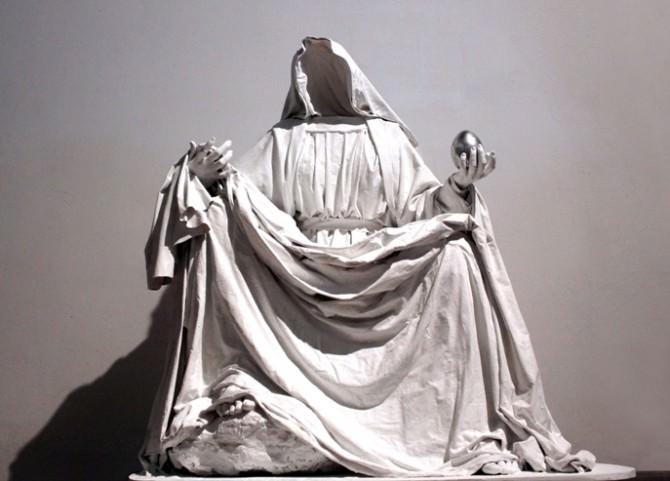 Fatima Messana, Sine Pietate, 2015, vetroresina e tecniche miste, 150x125x125
