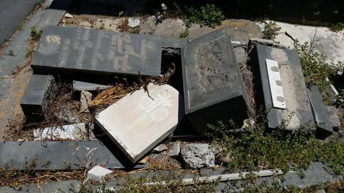 La discarica dei defunti. Cimitero di Catania, vergogna monumentale