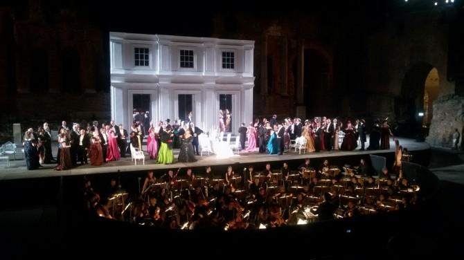 """""""La Traviata"""" sotto la Luna piena di Taormina"""