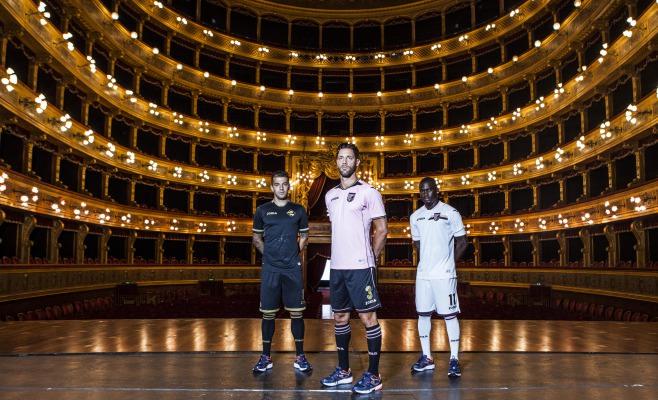Palermo, presentate le nuove maglie da gioco. E arriva anche lo sponsor