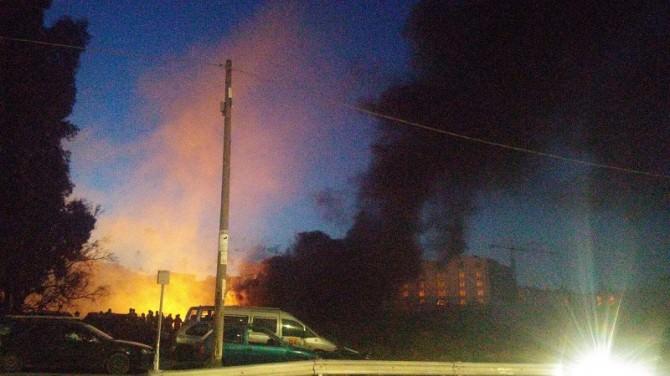 incendio nel campo rom di Zia Lisa