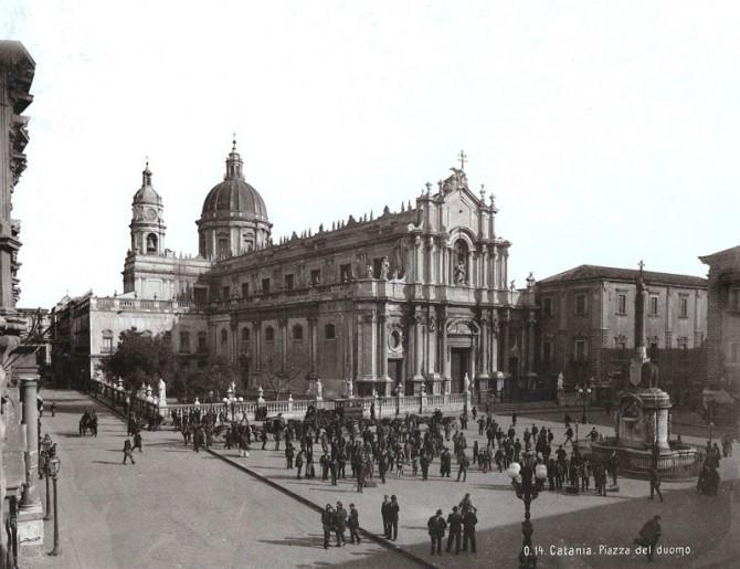 Piazza Duomo, Catania (primi del '900)